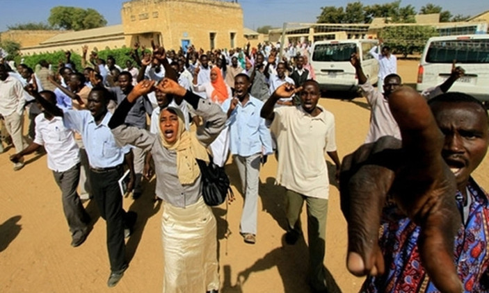 सुडानमा सैन्य शासन लागू गरिएको विरोधमा प्रदर्शन