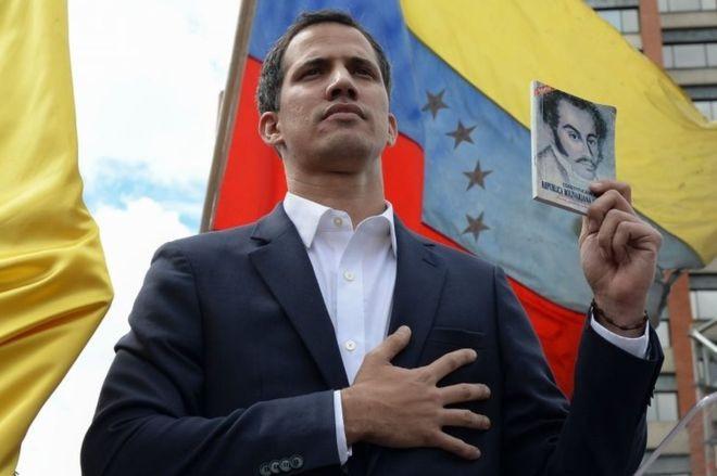 भेनेजुयलामा विपक्षी नेताले आफूलाई घोषणा गरे राष्ट्रपति
