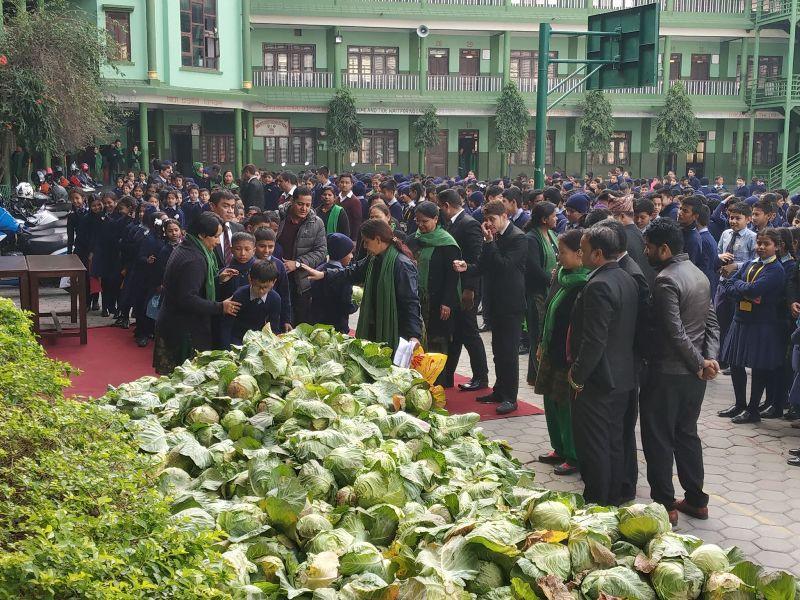 बन्दाकाेपीमा डोजर:  ५० क्विण्टल खरिद गरेर विद्यार्थीले दिए  किसानलाई  साथ