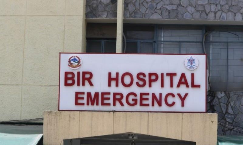 चिकित्सक आन्दोलन जारी : बिरामीको जाँच अस्पतालबाहिर