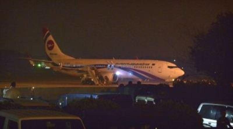 बङ्गलादेश एअरलाइन्सकाे विमान अपहरणबाट जाेगियाे