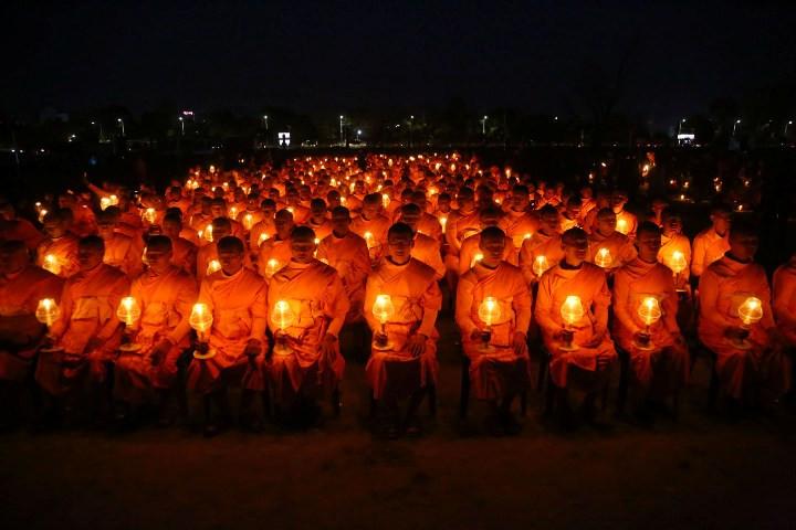 शान्तिको कामना गर्दै काठमाडौँको टुडिखेलमा दीप प्रज्ज्वलन (फाेटाे फिचर)