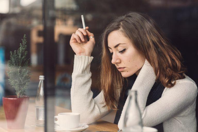धूमपानको असर महिलालाई बढी : यस्ता छन् कारण