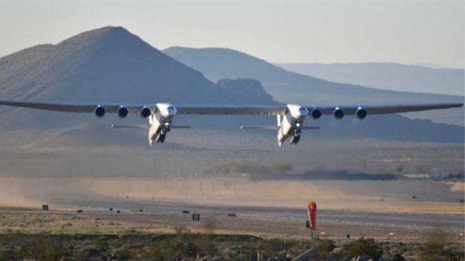 विश्वकै ठूलो विमानको पहिलो उडान (फोटो फिचर)